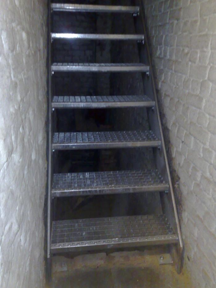 Binnentrappen inox en staal gratis offerte b c m buelens for Zelf zoldertrap maken
